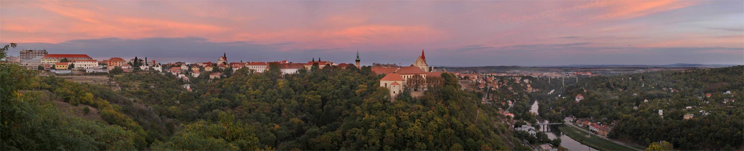 Znojmo / deutsch Znaim in Tschechien - Panorama kurz vor Sonnenuntergang
